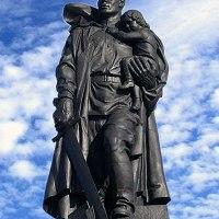 """Монумент """"Воин-освободитель"""" в берлинском Трептов-парке, который немцы не тронут никогда"""
