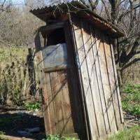 Брюссель пригрозил Литве большими штрафами за деревенские туалеты. Дожили!